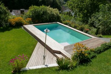 poolumrandung aus holz holzterrasse f r pool. Black Bedroom Furniture Sets. Home Design Ideas