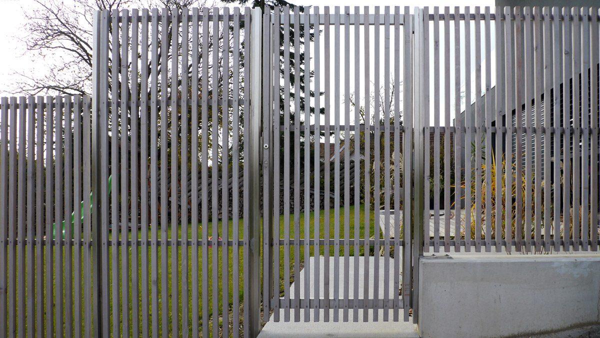 Sichtschutzwand mit Gartentor