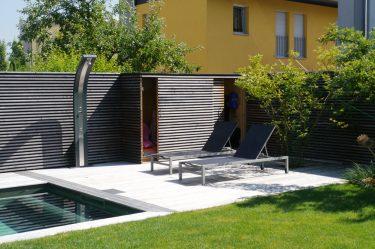 Bild zu Gartenschrank – ein idealer Stauraum für Schwimmbadzubehör und Gartenwerkzeuge